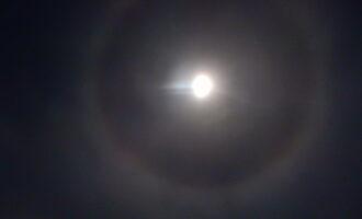月の周りの輪